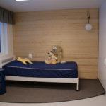 Aistiesteetön asukkaan huone pienryhmäkodissa