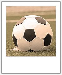 Jalkapallo nurmikolla