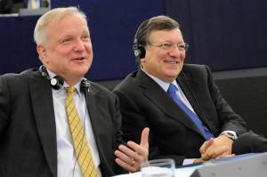 Komissaaari Olli Rehn ja EU:n komission puheenjohtaja Jose Manuel Barroso.