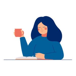 Nainen juo kahvia ja lukee kirjaa.