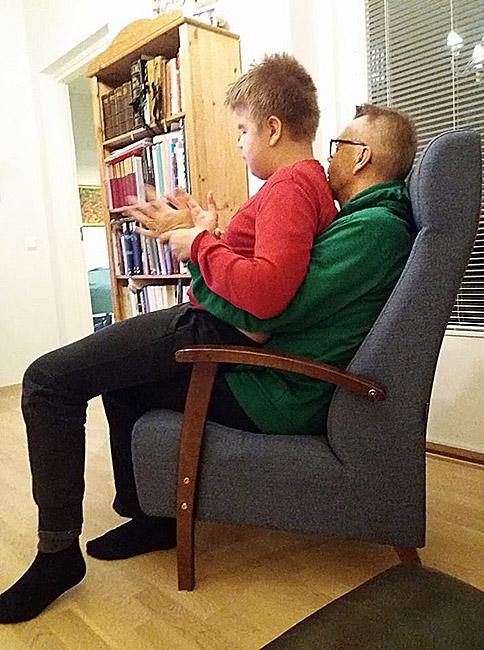 Isä ja poika painimatsin jälkeen