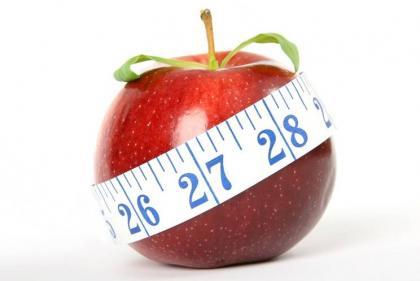 Tässä kuvassa on omena ja mittanauha sen ympärillä